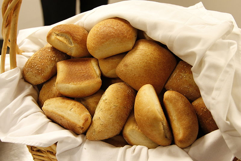 800px-Basket_of_rolls